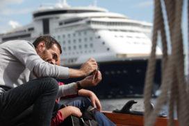 Tourist and Cruiseship